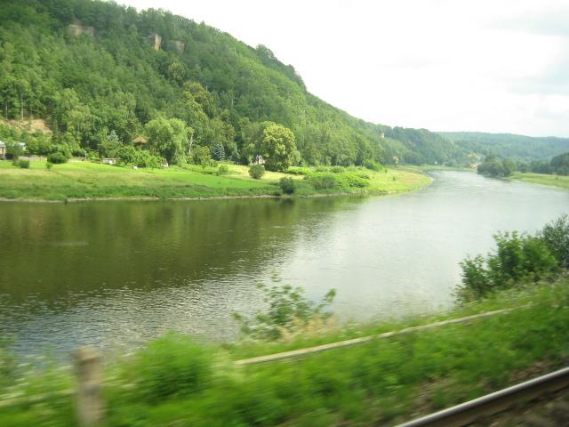 プラハへの電車からの眺め_3.JPG