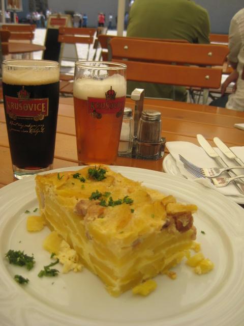 プラハ城での昼食.JPG
